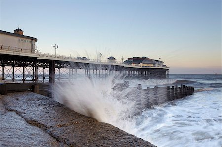 A stormy morning at Cromer, Norfolk, England, United Kingdom, Europe Foto de stock - Con derechos protegidos, Código: 841-05847653