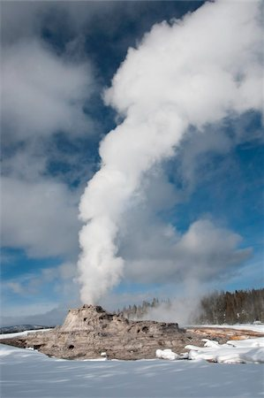 Castle Geyser erupting in winter landscape, Yellowstone National Park, UNESCO World Heritage Site, Wyoming, United States of America, North America Stock Photo - Rights-Managed, Code: 841-05847791