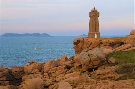 Men Ru lighthouse, Ploumanach, Cote de Granit Rose (Pink Granite Coast), Cotes d'Armor, Brittany, France, Europe Stock Photo - Rights-Managed, Code: 841-05960595