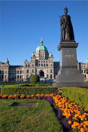Statue of Queen Victoria and Parliament Building, Victoria, Vancouver Island, British Columbia, Canada, North America Stock Photo - Rights-Managed, Code: 841-05961732