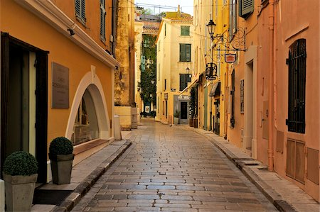 Narrow back street, St. Tropez, Var, Provence, Cote d'Azur, France, Europe Stock Photo - Rights-Managed, Code: 841-05961905