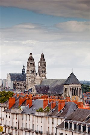 Looking across to St. Gaiten cathedral with the church of St. Julien visible across the rooftops, Tours, Indre-et-Loire, Loire Valley, Centre, France, Europe Stock Photo - Rights-Managed, Code: 841-06034293