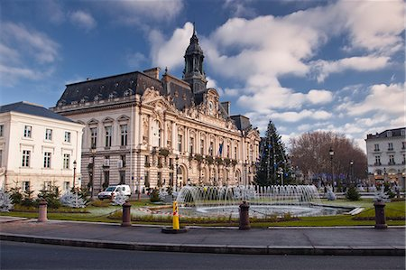 placing - Hotel de Ville (town hall) and place Jean Jaures, Tours, Indre et Loire, France, Europe Stock Photo - Rights-Managed, Code: 841-06034348