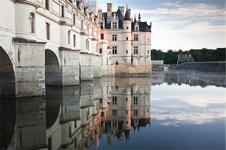 france - The chateau of Chenonceau reflecting in the waters of the River Cher, UNESCO World Heritage Site, Indre-et-Loire, Loire Valley, Centre, France, Europe Stock Photo - Rights-Managed, Code: 841-06034389