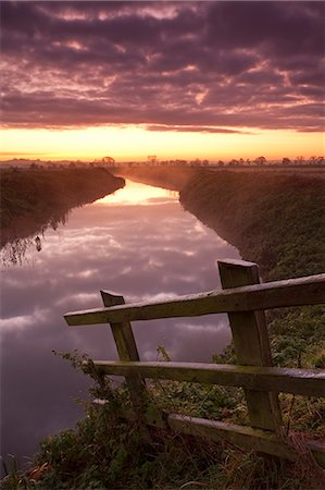 fall - Sunrise over the River Brue near Glastonbury, Somerset Levels, Somerset, England, United Kingdom, Europe Stock Photo - Rights-Managed, Code: 841-06031571