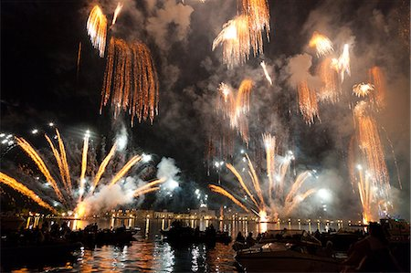 The amazing fireworks display during the night of Redentore celebration in the basin of St. Mark, Venice, Veneto, Italy, Europe Stock Photo - Rights-Managed, Code: 841-06032576