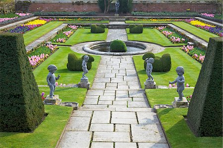 Formal gardens, Hampton Court Palace, Greater London, England, United Kingdom, Europe Stock Photo - Rights-Managed, Code: 841-06344522