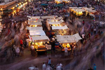 Long exposure, people moving around Djemaa El Fna, Marrakech, Morocco, North Africa, Africa Foto de stock - Con derechos protegidos, Código: 841-06340799