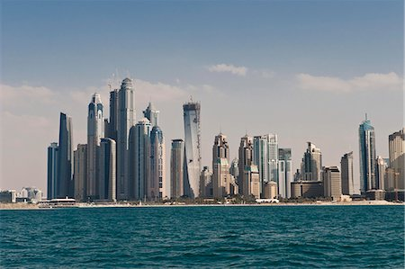 placing - Dubai, United Arab Emirates, Middl East Stock Photo - Rights-Managed, Code: 841-06341049