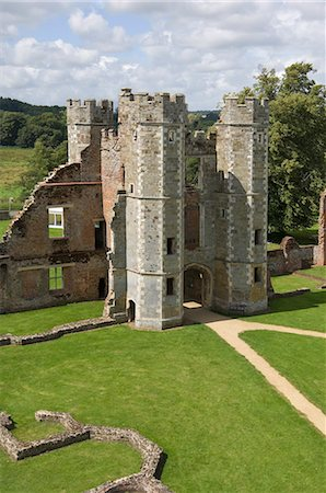 The inner gatehouse to the 16th century Tudor Cowdray Castle at Midhurst, West Sussex, England, United Kingdom, Europe Stock Photo - Rights-Managed, Code: 841-06342397