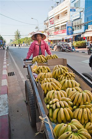 Old woman selling bananas on the streets of Vientiane, Laos, Indochina, Southeast Asia, Asia Stock Photo - Rights-Managed, Code: 841-06445142