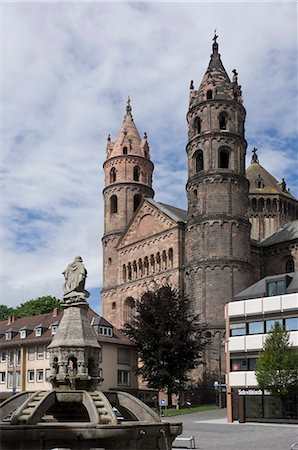 The New Romanesque Cathedral of St. Peter, from the Marktplatz, by the Siegfried Fountain, Worms, Rhineland Palatinate, Germany, Europe Stock Photo - Rights-Managed, Code: 841-06446240