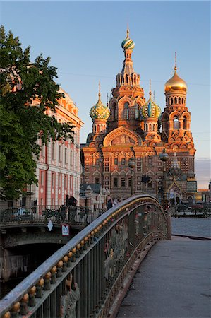 Church on Spilled Blood, UNESCO World Heritage Site, and bridge over the Kanal Griboedova, St. Petersburg, Russia, Europe Stock Photo - Rights-Managed, Code: 841-06447190