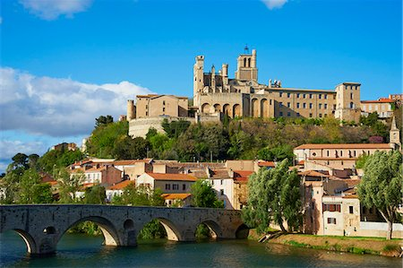 france - Cathedral Saint-Nazaire and Pont Vieux (Old Bridge) over the River Orb, Beziers, Herault, Languedoc, France, Europe Stock Photo - Rights-Managed, Code: 841-06448551