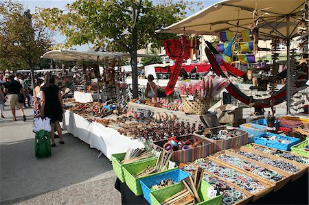 french (places and things) - Stalls in the street market held every Sunday in Ile sur la Sorgue, Provence, France, Europe Stock Photo - Rights-Managed, Code: 841-06499862