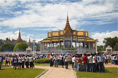 Crowds mourning the late King Sihanouk outside Chan Chaya Pavilion, Phnom Penh, Cambodia, Indochina, Southeast Asia, Asia Stock Photo - Rights-Managed, Code: 841-06501904