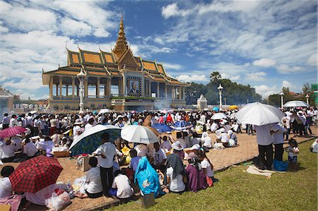 Crowds mourning the late King Sihanouk outside Chan Chaya Pavilion, Phnom Penh, Cambodia, Indochina, Southeast Asia, Asia Stock Photo - Rights-Managed, Code: 841-06501905