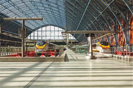 platform - Two Eurostar trains await departure at St. Pancras International, London, England, United Kingdom, Europe Stock Photo - Rights-Managed, Code: 841-06503239