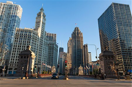 DuSable Bridge looking up North Michigan Avenue, the Wrigley Building left centre and Tribune Tower right centre, Chicago, Illinois, United States of America, North America Stock Photo - Rights-Managed, Code: 841-06616674