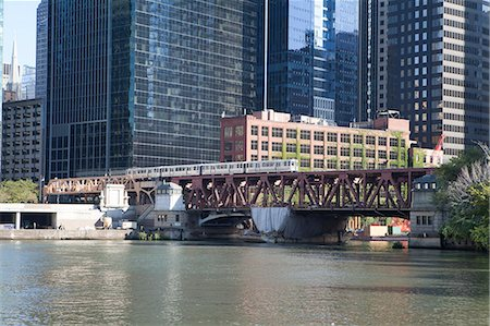 El train crossing Lake Street Bridge over the Chicago River, The Loop, Chicago, Illinois, United States of America, North America Stock Photo - Rights-Managed, Code: 841-06616671