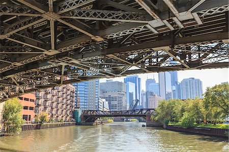 estructura - Under one of the many steel bridges that cross the Chicago River, Chicago, Illinois, United States of America, North America Foto de stock - Con derechos protegidos, Código: 841-06616718