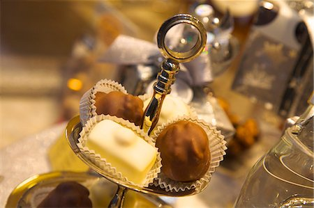 Chocolate truffles in a sweet shop, Brussels, Belgium, Europe Stock Photo - Rights-Managed, Code: 841-06805239