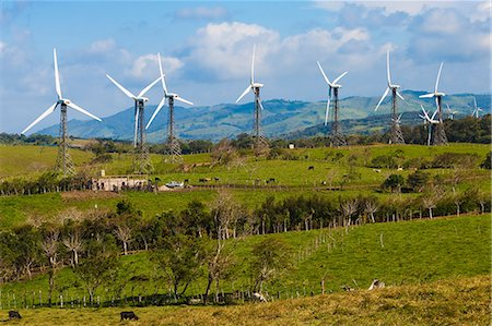 energia alternativa - Some of the 55 20MW turbines at the Tilaran wind power farm in hills west of Arenal, Tilaran, Guanacaste Province, Costa Rica, Central America Foto de stock - Direito Controlado, Número: 841-06807427