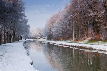 france - The Canal de Berry after a snow shower, Loir-et-Cher, Centre, France, Europe Stock Photo - Rights-Managed, Code: 841-07084212