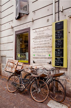 france - Old bicycles outside of a boulangerie, Avignon, Vaucluse, France, Europe Stock Photo - Rights-Managed, Code: 841-07084273