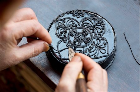 design (motif, artistic composition or finished product) - Black Kengtung style lacquerware being made at U Mu Ling Ta, a fifth-generation shop specialising in lacquerware in Kengtung (Kyaingtong), Shan State, Myanmar (Burma), Asia Stock Photo - Rights-Managed, Code: 841-07081674