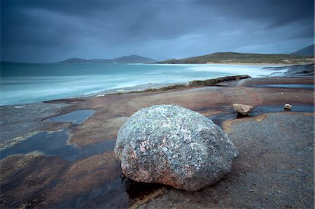 empty - Large erratic boulder on the rocky coastline at Scarista with a view over the sand towards the hills of Taransay, Scarista, Isle of Harris, Outer Hebrides, Scotland, United Kingdom, Europe Photographie de stock - Rights-Managed, Code: 841-07081855