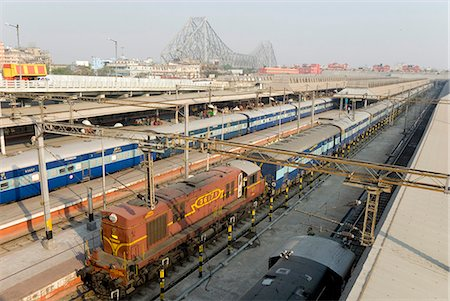 platform - Howrah railway station, with Howrah Bridge beyond, Kolkata (Calcutta), West Bengal, India, Asia Stock Photo - Rights-Managed, Code: 841-07205116