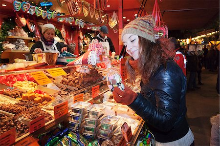 sweets - Young woman at the Christmas Fair looking at gingerbread, Esslingen am Neckar, Baden Wurttemberg, Germany, Europe Stock Photo - Rights-Managed, Code: 841-07201587