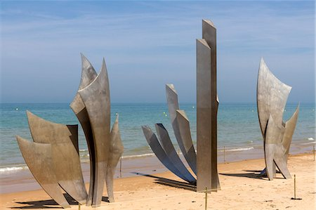 Sculpture Les Braves commemorating Allied soldiers who landed here on Omaha beach, D-Day 6th June 1944, Colleville-sur-Mer, Normandy, France, Europe Stock Photo - Rights-Managed, Code: 841-07202120