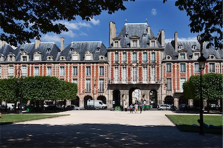 square - Place des Vosges in The Marais, Paris, France, Europe Stock Photo - Rights-Managed, Code: 841-07202517