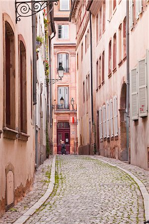 france - A narrow backstreet in the La Petite France, Grande Ile, UNESCO World Heritage Site, Strasbourg, Bas-Rhin, Alsace, France, Europe Stock Photo - Rights-Managed, Code: 841-07524070