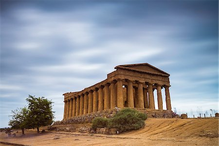 discovery - Temple of Concordia (Tempio della Concordia), Valley of the Temples (Valle dei Templi), Agrigento, UNESCO World Heritage Site, Sicily, Italy, Europe Stock Photo - Rights-Managed, Code: 841-07523218