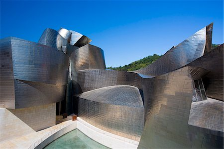 Architect Frank Gehry's Guggenheim Museum futuristic architectural design in titanium and glass at Bilbao, Basque country, Spain Stock Photo - Rights-Managed, Code: 841-07523721