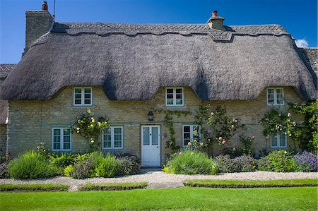 quaint house - Quaint traditional thatched cottage in Minster Lovell in The Cotswolds, Oxfordshire, UK Stock Photo - Rights-Managed, Code: 841-07540715