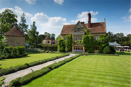 Le Manoir Aux Quat' Saisons luxury hotel founded by Raymond Blanc at Great Milton in Oxfordshire, UK Stock Photo - Rights-Managed, Code: 841-07540719