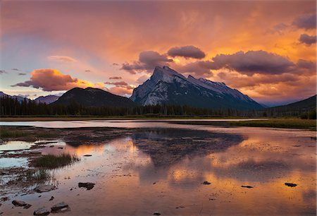 Mount Rundle rising above Vermillion Lakes drive at sunset, Banff National Park, UNESCO World Heritage Site, Alberta, Canadian Rockies, Canada, North America Stock Photo - Rights-Managed, Code: 841-07590044