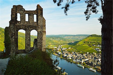 View from Grevenburg Castle of Traben-Trarbach and Moselle River (Mosel), Rhineland-Palatinate, Germany, Europe Stock Photo - Rights-Managed, Code: 841-07590136