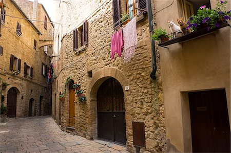 quaint - Street in old town, Volterra, Tuscany, Italy, Europe Stock Photo - Rights-Managed, Code: 841-07801568