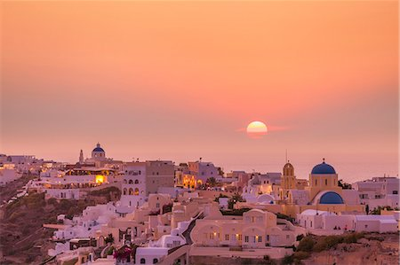 The village of Oia in the evening at sunset, Santorini (Thira) Cyclades Islands, Greek Islands, Greece, Europe Stock Photo - Rights-Managed, Code: 841-07913788