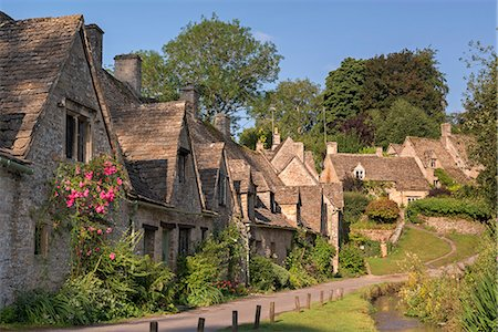quaint - Pretty cottages at Arlington Row in the Cotswolds village of Bibury, Gloucestershire, England, United Kingdom, Europe Stock Photo - Rights-Managed, Code: 841-08031505