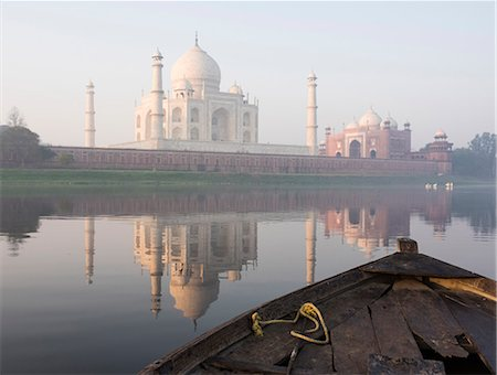 Dawn on the Taj Mahal from Yamuna River, UNESCO World Heritage Site, Agra, Uttar Pradesh, India, Asia Stock Photo - Rights-Managed, Code: 841-08102307