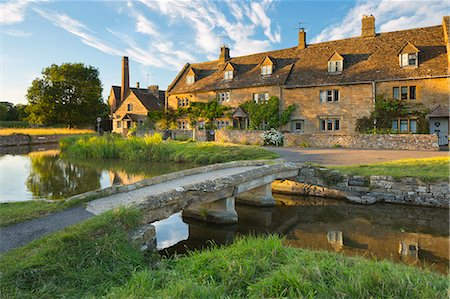 Stone bridge and cotswold cottages on River Eye, Lower Slaughter, Cotswolds, Gloucestershire, England, United Kingdom, Europe Stock Photo - Rights-Managed, Code: 841-08357722