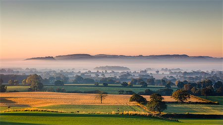 dreamy - Low autumn morning light rakes across the Cheshire plain with Beeston Castle and the Peckforton sandstone ridge beyond, Cheshire, England, United Kingdom, Europe Stock Photo - Rights-Managed, Code: 841-08729509