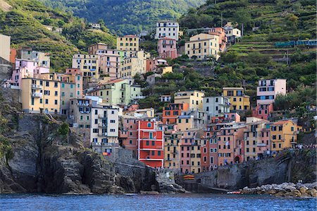 Tiny harbour and medieval houses in steep ravine, Riomaggiore, Cinque Terre, UNESCO World Heritage Site, Ligurian Riviera, Liguria, Italy, Europe Stock Photo - Rights-Managed, Code: 841-08797738