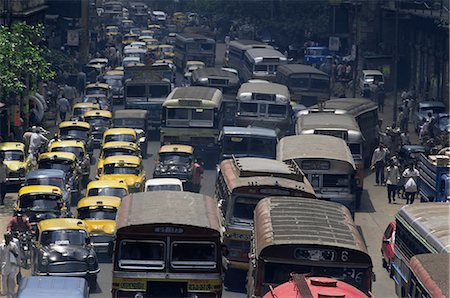 Traffic jam on street on approach to the Howrah Bridge, Kolkata (Calcutta), West Bengal state, India, Asia Stock Photo - Rights-Managed, Code: 841-02706811